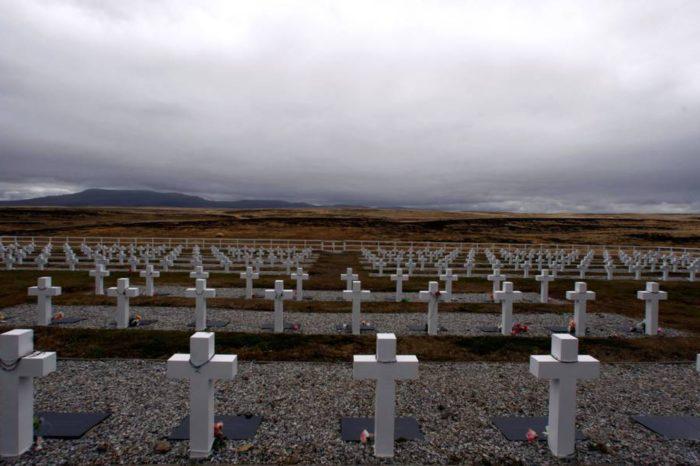 La Cruz Roja identifica los restos de combatientes argentinos de la guerra de Malvinas enterrados en una fosa común